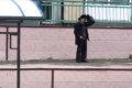 В Поронайске вооруженные полицейские задержали вооруженного мужчину