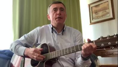 """Губернатор Валерий Лимаренко сыграл испел """"День Победы"""""""