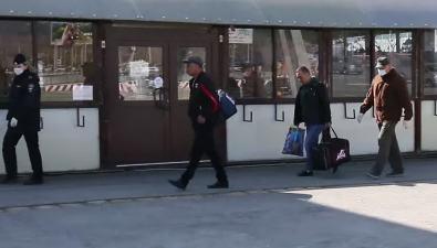 Трое иностранных рабочих прилетели наСахалин безпропусков иотправились обратно