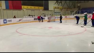 """Профессиональный хоккей наСахалине: """"Акулы"""" вышли налед, ПСКузнал нового соперника"""