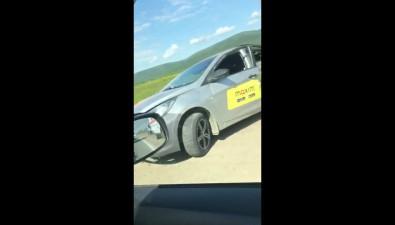 Такси ибелый Forester столкнулись уагролицея вЮжно-Сахалинске