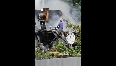 В Смирных горит деревянный дом