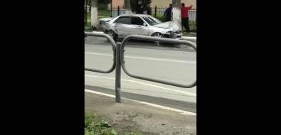 Прохожий остановил сбегавшего водителя после ДТПв Долинске ударом ногой влицо