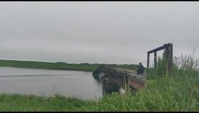 В Поронайском районе рыбаки уронили ЗИЛв реку