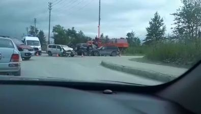 В Южно-Сахалинске сильно столкнулись триавтомобиля