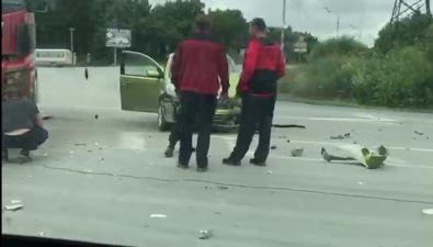 Грузовой илегковой автомобили столкнулись накорсаковской трассе
