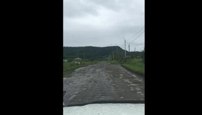 Туристы жалуются наужасную дорогу доТрех братьев