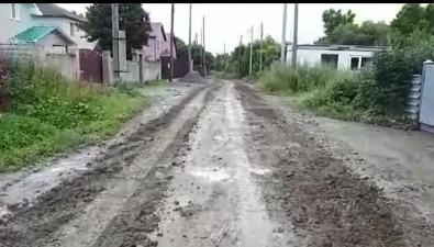 Военные разбили дорогу ипокатались поречке впланировочном районе Южно-Сахалинска