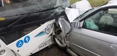 """Водитель """"тройки"""" пострадал отвлетевшего внего Subaru вЮжно-Сахалинске"""