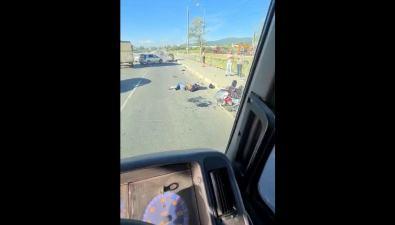 На проспекте Мира вЮжно-Сахалинске столкнулись такси имотоцикл