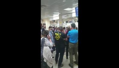 """Сотни пассажиров """"Авроры"""", застрявшие ваэропорту, требуют ксебе человеческого отношения"""