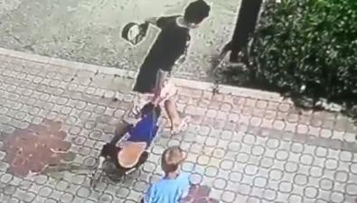 Маленького мальчика зашкирку таскали поДолинску