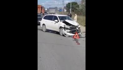 """Из-за столкновения двух """"Тойот"""" наХолмском шоссе растянулась большая пробка"""