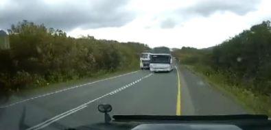 Опасные маневры водителя пассажирского автобуса возмутили сахалинцев