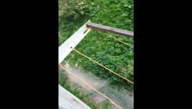 Около дома №23 напроспекте Победы вЮжно-Сахалинске произошел порыв водопровода