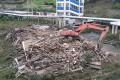 В Холмске снесли расселенный домна Чехова