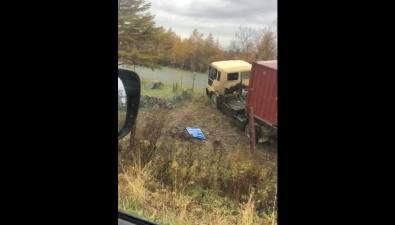 На корсаковской трассе грузовик ушел вкювет, пробив забор оленьей фермы