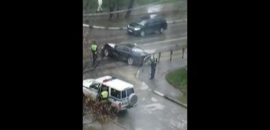 В Луговом нарушители, уходя отДПС, врезались вкран-балку