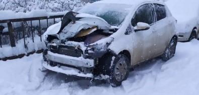 В Холмске из-за гололедицы бьются машины