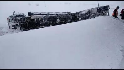 В Углегорском районе из-за аварии суглевозом перегорожена дорога