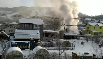 """В районе СНТ""""Шахтер"""" тушат пожар вдачном доме"""