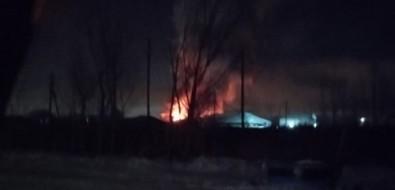 На улице Памятной вЮжно-Сахалинске рано утром загорелся частный дом