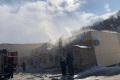 Накорсаковском ларьке совощами ифруктами загорелась крыша