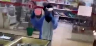Дети вкостюмах единорогов напали наювелирный магазин вЮжно-Сахалинске