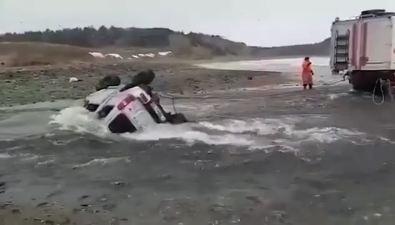 ВЮжно-Курильске погиб переезжавший реку мужчина