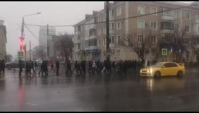 ВЮжно-Сахалинске перед акцией взащиту Алексея Навального задержали двоих