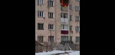 ВНово-Александровске пламя охватило квартиры надвух этажах жилого дома