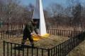 ВКорсаковском районе продолжают ухаживать завоинскими захоронениями