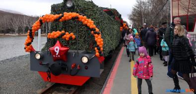 Поезд Победы вЮжно-Сахалинске приехал настанцию, несмотря наполомку