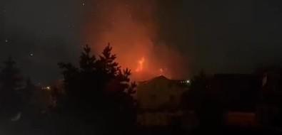Пожар наулице Яблочной вЮжно-Сахалинске тушили всю ночь