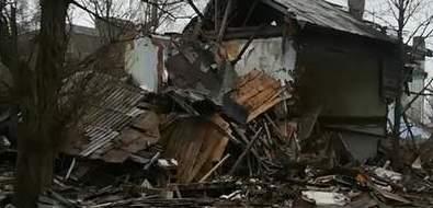 Расселенные дома вЮжно-Сахалинске превратились вопасные развалины