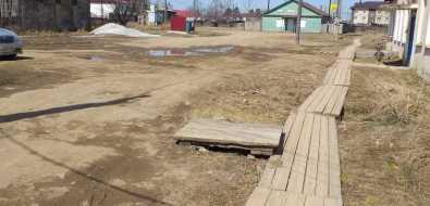 Жители села Онор водят детей всад подощечкам