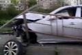 ВХолмске Toyota снесла ограждение ивылетела натротуар