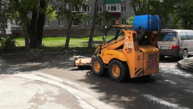 "ВЮжно-Сахалинске оригинально убирали ""убитый"" двор"