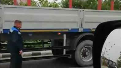Два грузовика ивнедорожник смялись вгармошку вНово-Александровске