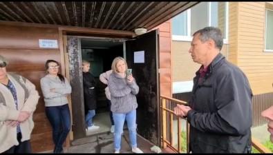 Жильцы дома наЛивадных вХолмске обеспокоены тем, какрешают проблему соползнем