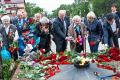 ВДень памяти искорби сахалинцы возложили цветы кВечному огню