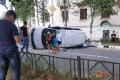 Микроавтобус завалился набок после аварии вОхе