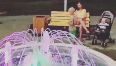 Новый фонтан наКурилах отключили из-за резвящихся детей