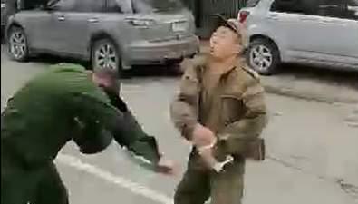 ВЮжно-Сахалинске солдат набросился навоенный патруль