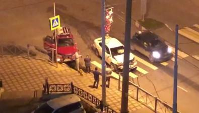 Два автомобиля не смогли разминуться наперекрестке вЮжно-Сахалинске