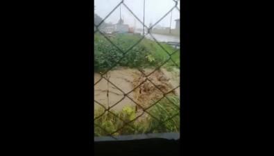 Поулицам Макарова разлились реки иозера