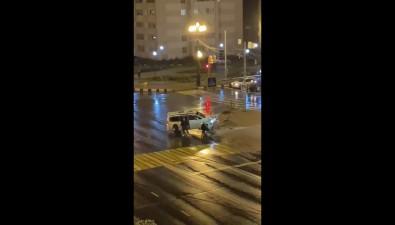 Микроавтобус пробил дорожное ограждение вЮжно-Сахалинске