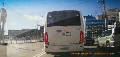 Странный маневр водителя пассажирского автобуса возмутил южносахалинцев
