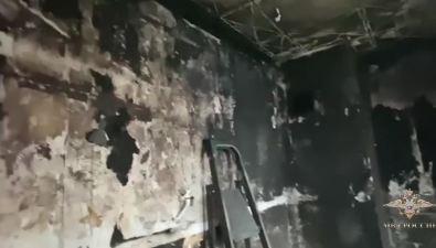 Полицейские Северо-Курильска спасли жильцов изгорящего дома