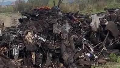 Неизвестные вывалили гору мусора вчастном секторе Южно-Сахалинска